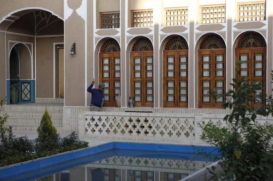 Mozafar Traditional Hotel
