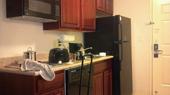 Candlewood Suites South Bend Airport: Kitchen