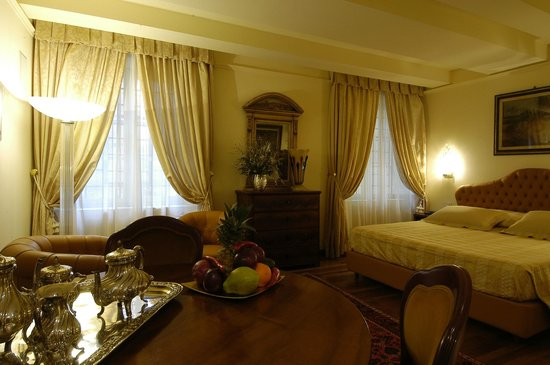 Hotel Noblesse: Suite Room