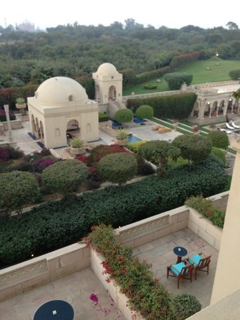 The Oberoi Amarvilas: Pool area