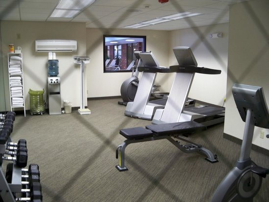 ‪‪Holiday Inn Elmira Riverview‬: Fitness area‬