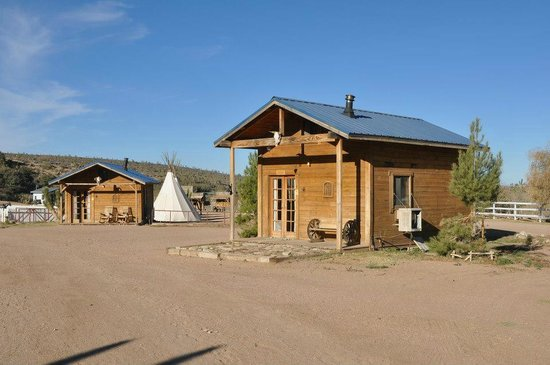 Meadview, AZ: our log cabin