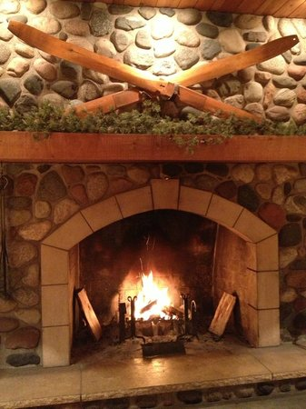 Cove Point Lodge: Happy Fire