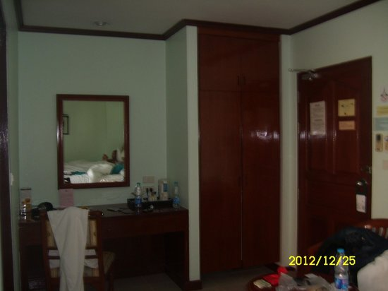 Thipurai City Hotel: Bedroom, twinbed