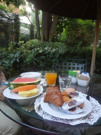 Hotel Villa San Pio: beautiful breakfast included - great way to start the day!