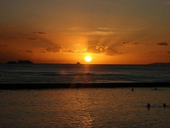 Park Shore Waikiki: Unmatched sunsets are at the door step of the Park Shore