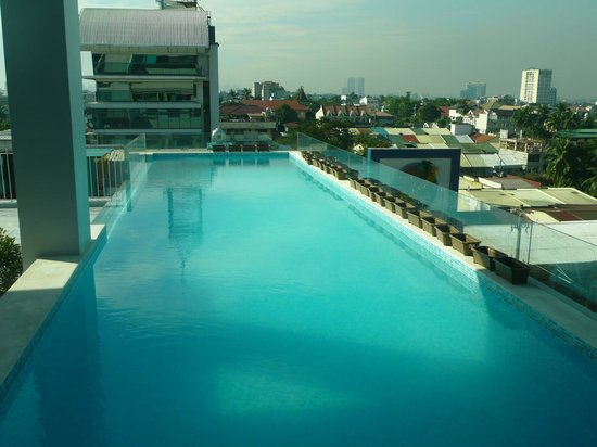 Rooftop Lap Pool Picture Of Luxent Hotel Quezon City Tripadvisor