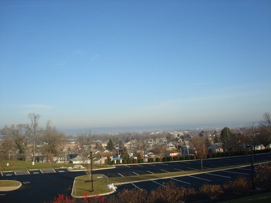 Hampton Inn & Suites Ephrata: View from hilltop in Hampton Inn parking lot.