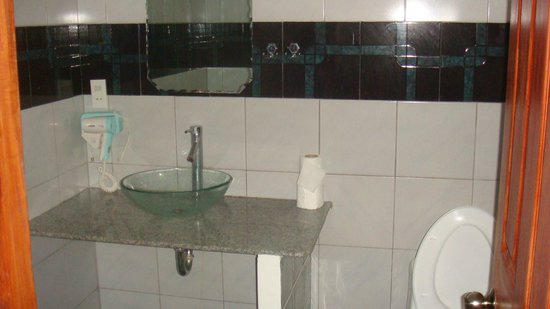TipTop Hotel &amp; Resort: Bathroom