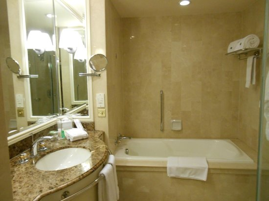 Grand Coloane Resort Macau: Bathroom