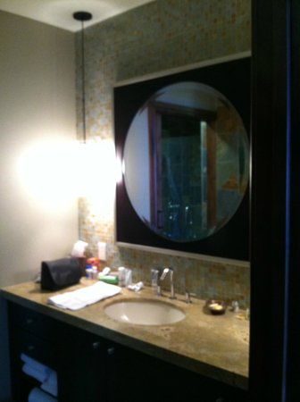 Tahoe Mountain Resorts Lodging One Village Place: masterbath