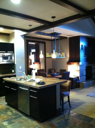Tahoe Mountain Resorts Lodging One Village Place: kitchen/dining/living