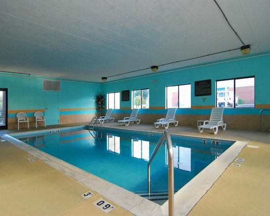 Comfort Suites - Georgetown: Pool