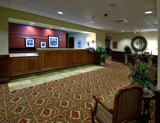 Hampton Inn Troy: Front Desk