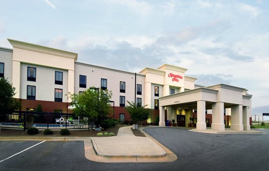 Hampton Inn Troy: Hotel Exterior