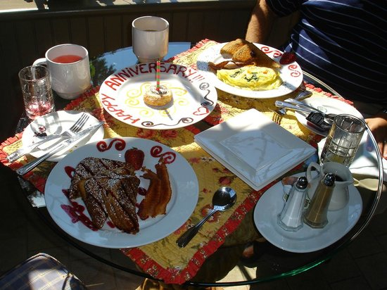 Hilltop Inn: Delicious anniversary breakfast!
