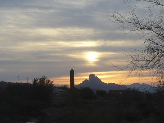 Inn at Eagle Mountain: SUNRISE OVER THE MOUNTAINS