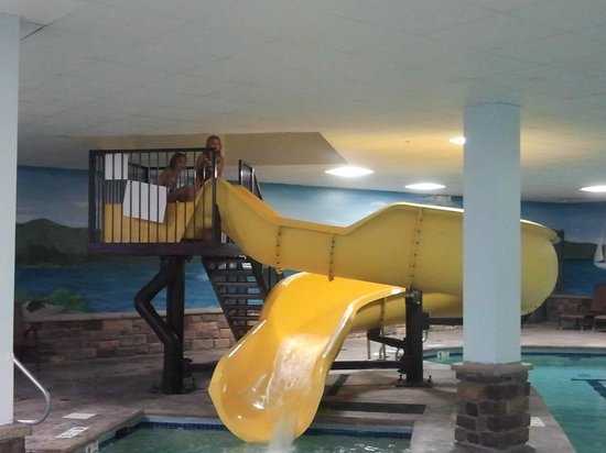 Comfort Suites Lake George: indoor pool slide