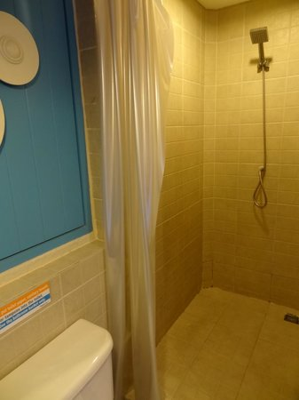 Sawasdee Hotel @ Sukhumvit Soi 8: Shower