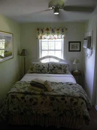 Jasmine House: queen bed