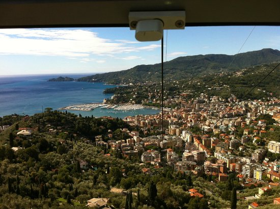 Hotel Montallegro: View coming down the funicular