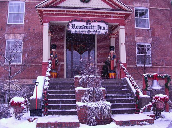 The Roosevelt Inn: Front entry