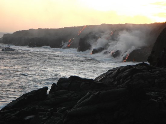 Lava Beds Hawaii: lava flowing into ocean on big island