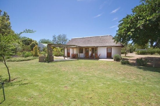 De Old Drift Guest Farm: Thatched Cottage