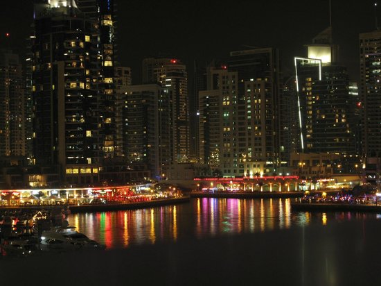 Dubai Marriott Harbour Hotel & Suites: view over harbour and Marina promenade