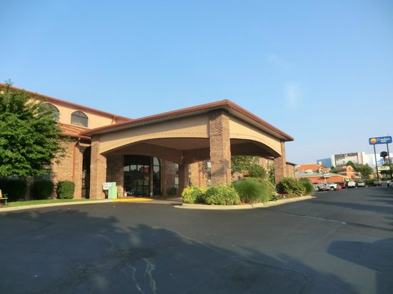 Comfort Inn at Thousand Hills: outside of hotel