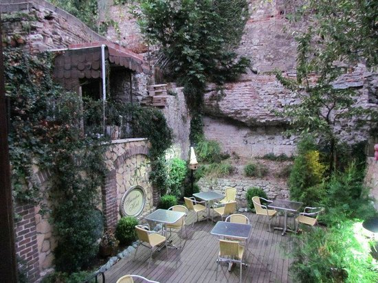 Hotel Sphendon: Breakfast garden