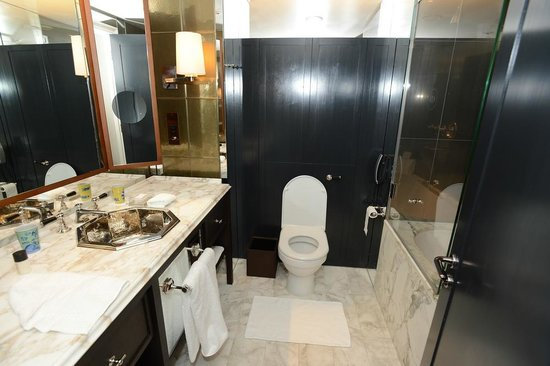 Chancery Court Hotel, London: 3 January 2013: Bathroom
