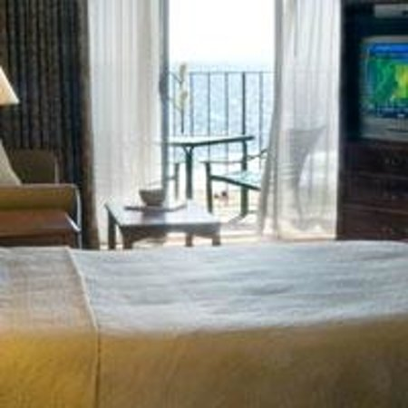 Quality Inn Boardwalk: The Premium Oceanfront Room has a direct ocean view, private balcony and our in room amenities.