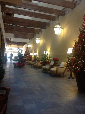 Country Inn & Suites New Orleans: main lobby hallway of country inn, new orleans