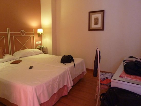 Hotel Murillo: our room