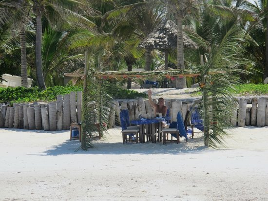 Baraza Resort & Spa: Lunch on the beach