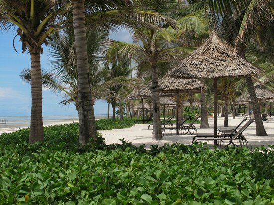 Baraza Resort & Spa: Private areas of the beach