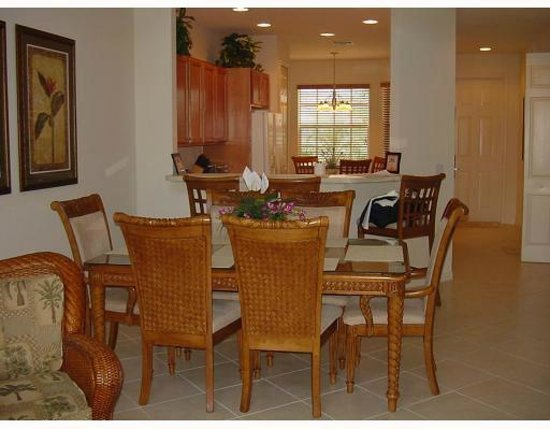 Perfect Drive Golf Villas: Dining Area