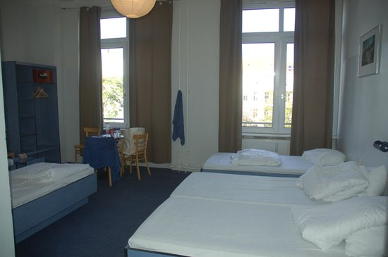 Hotel Transit Loft: Rooms are spacious but bare