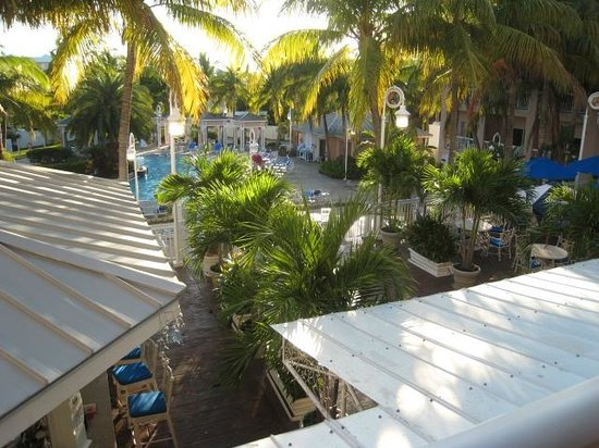 DoubleTree by Hilton Hotel Grand Key Resort - Key West: ベランダより。プール。