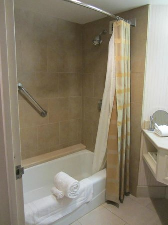 Parc 55 Wyndham: Large, clean bathroom