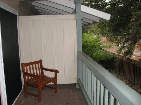 El Bonita Motel : Nice sized balcony with woodsy view