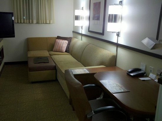 Hyatt Place Herndon / Dulles Airport - East: Desk area
