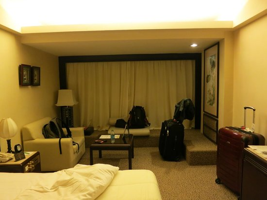 Regal Oriental Hotel: Room