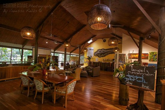 Daintree Eco Lodge & Spa: Bar & hotel lobby