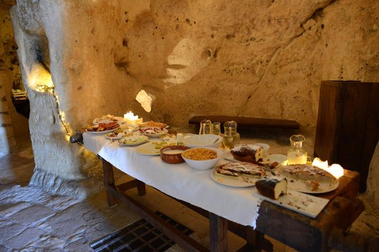 Sextantio Le Grotte della Civita: The breakfast spread