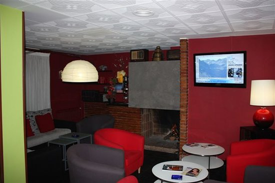 Hotel Les 7 Claus: Sala T.V.
