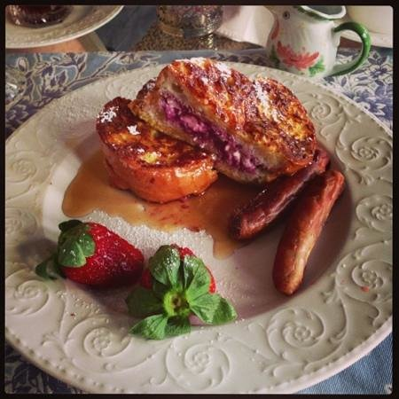 Centennial House Bed and Breakfast: stuffed French toast