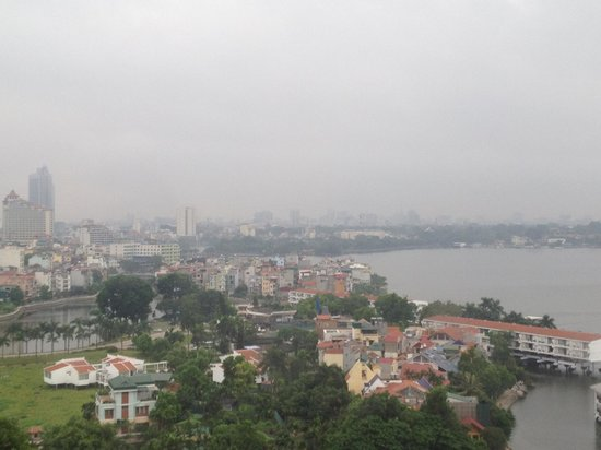 Sheraton Hanoi Hotel: Beautiful lake - View from our room