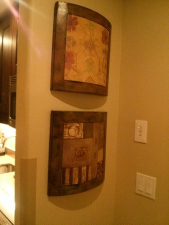 La Bellasera Hotel and Suites: Some cool art pieces!